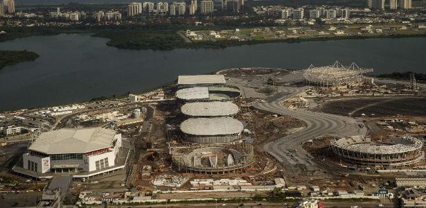 22-jun-2015-vista-aerea-do-parque-olimpico-do-rio-de-janeiro-as-construcoes-do-local-ja-podem-ser-vistas-do-alto-1435017224080_615x300